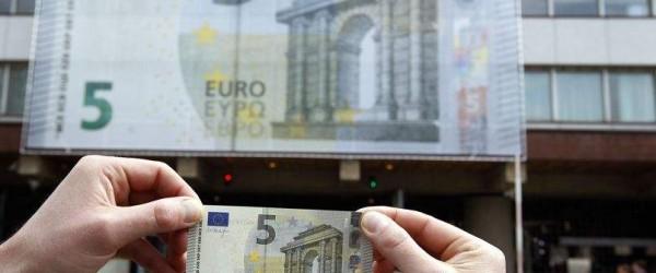 L'arrivée du nouveau billet de 5 euros cartonne